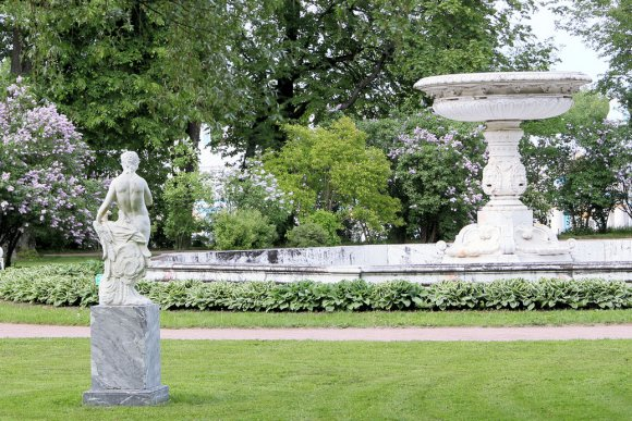 Jardin palais catherine pouchkine saint petersbourg for Catherine de jardin
